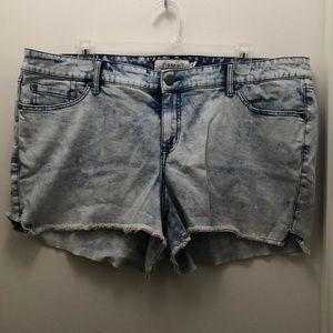 NWOT Torrid denim shorts. Size 24